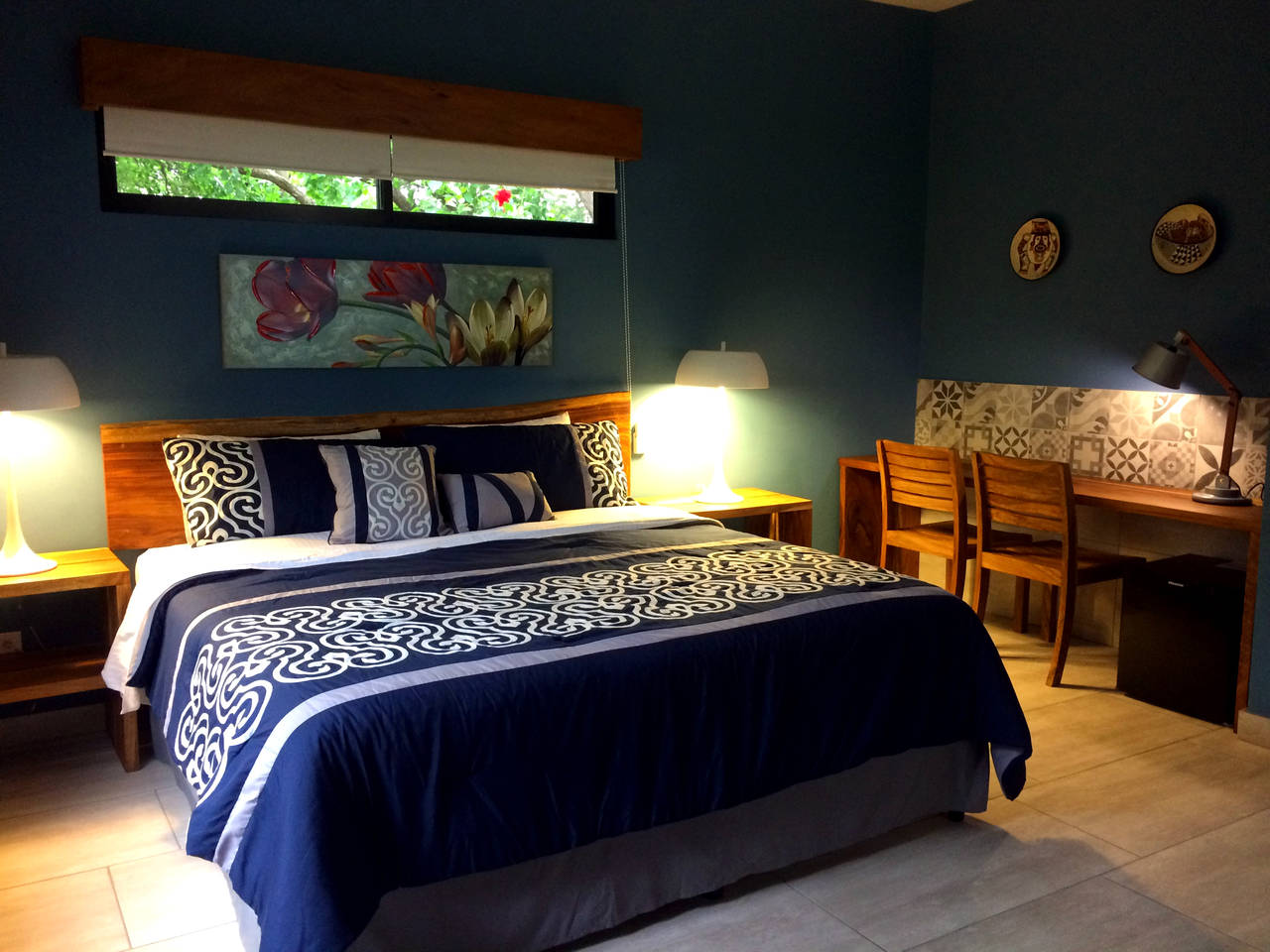#9 - Deluxe King Room with Porch & Garden Lake View